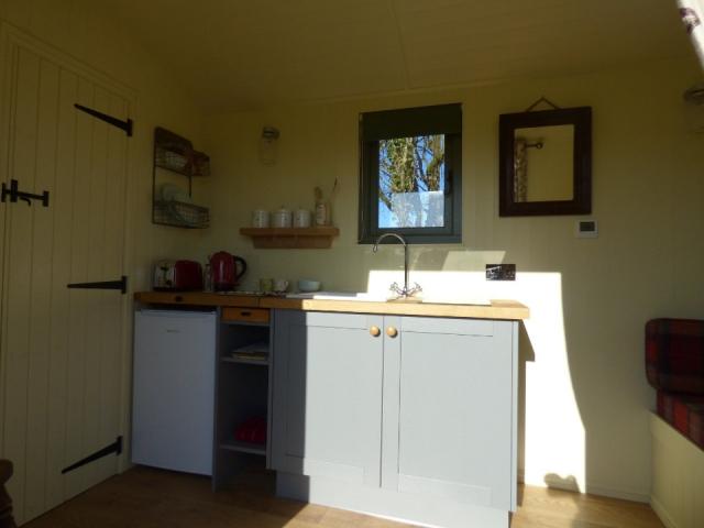 The Three Spaniels Shepherd's Hut kitchenette